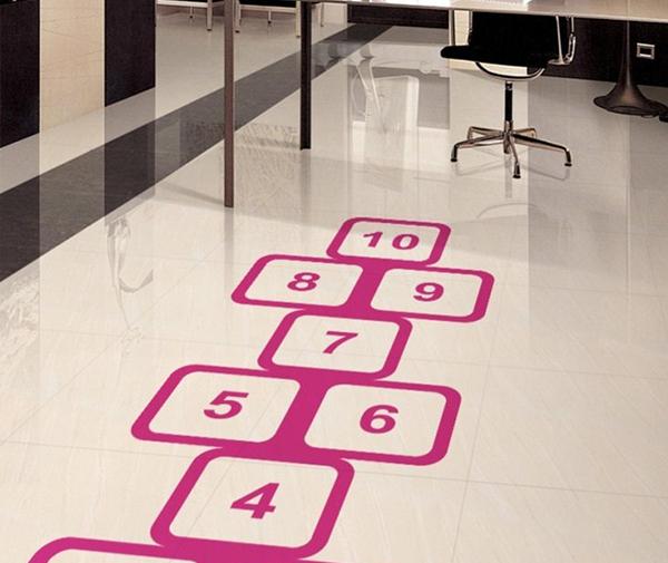 Ce sunt stickerele pentru podea?